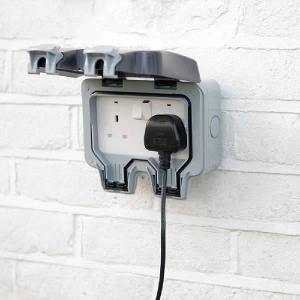 All-In-One Bluetooth Outdoor Garden Rock Speaker plug